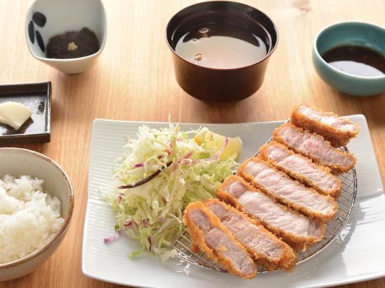 ロースカツ定食(220g)